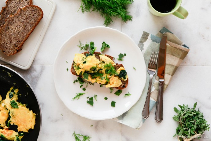 Paleo Scrambled Eggs with herbs